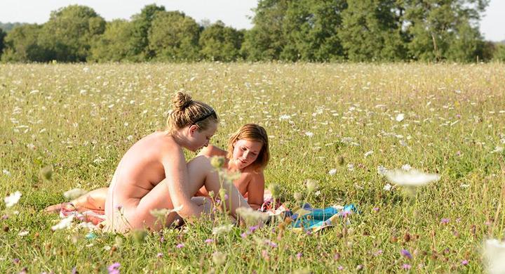 Nudismo-naturismo-y-ecologia.jpg